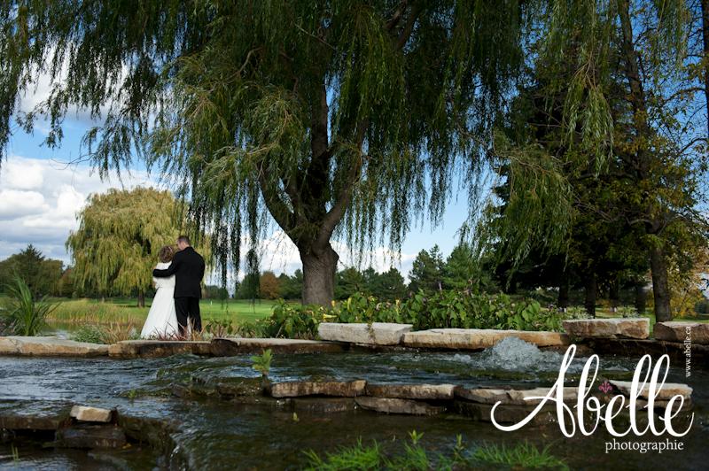 Mariés dans la lumière d'automne: Abelle photographie.