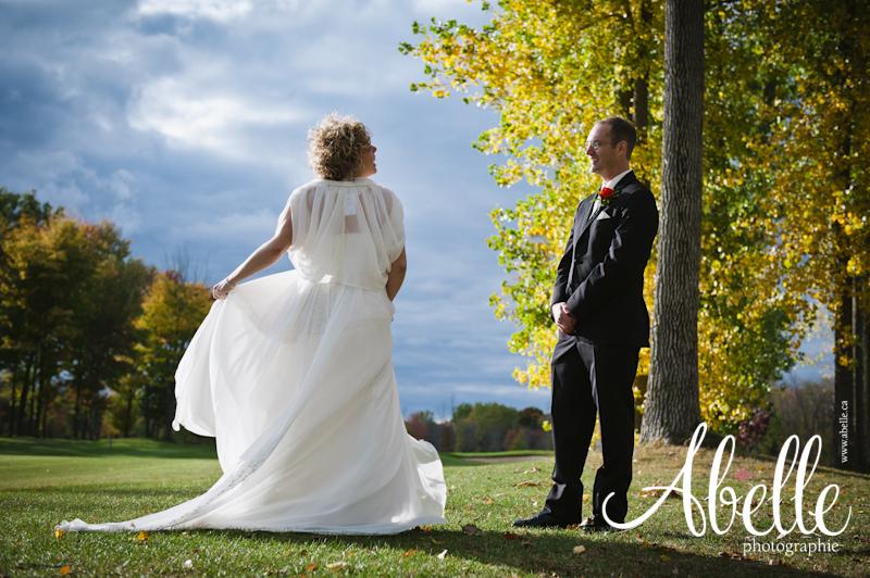 Session de portraits de mariés à l'automne.